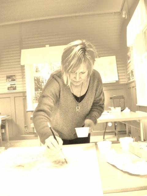 Monica Estenberg på akvarellkurs i Älvdalen